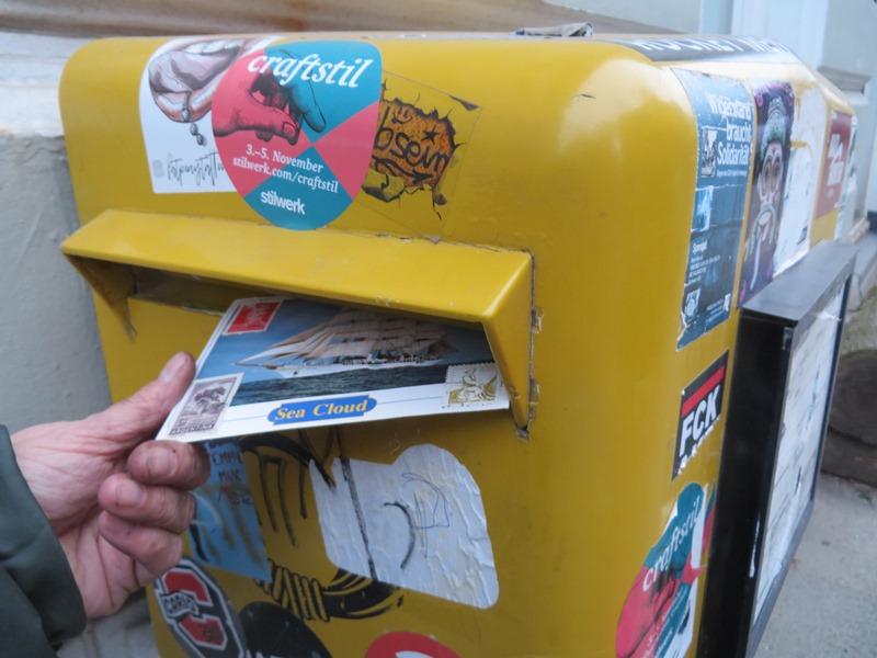 postkarte einwerfen