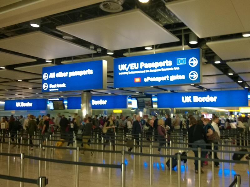Empfehlung, mit biometrischem Pass statt Personalausweis nach England